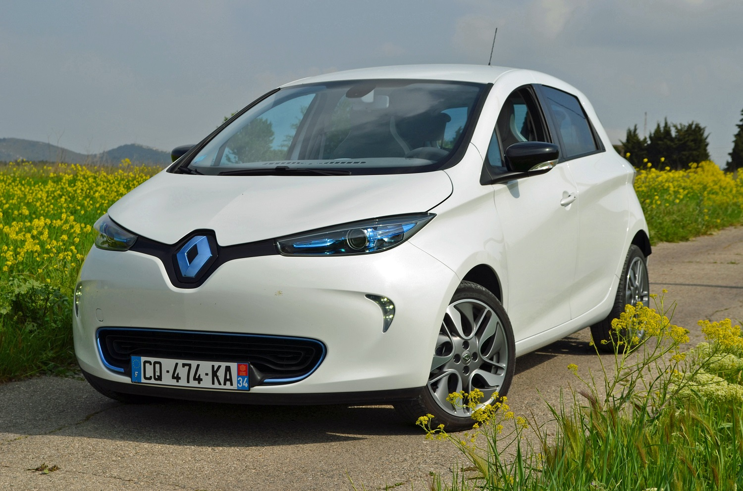 how renault could double the currently limited range of its all electric zoe hatchback. Black Bedroom Furniture Sets. Home Design Ideas