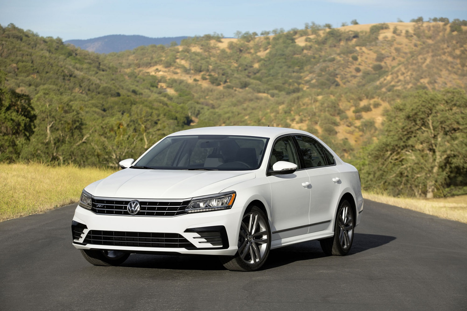 volkswagen pushes back expected 2018 launch of next u s built passat. Black Bedroom Furniture Sets. Home Design Ideas