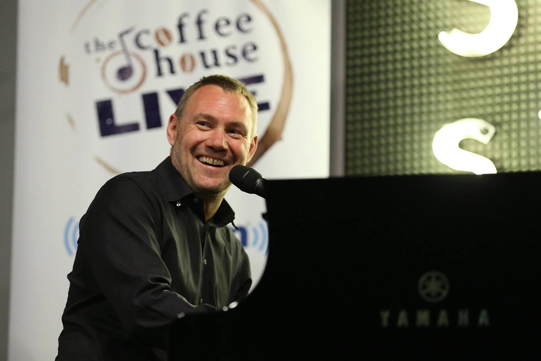 Superstar Singer David Gray Discusses New Best Of Album