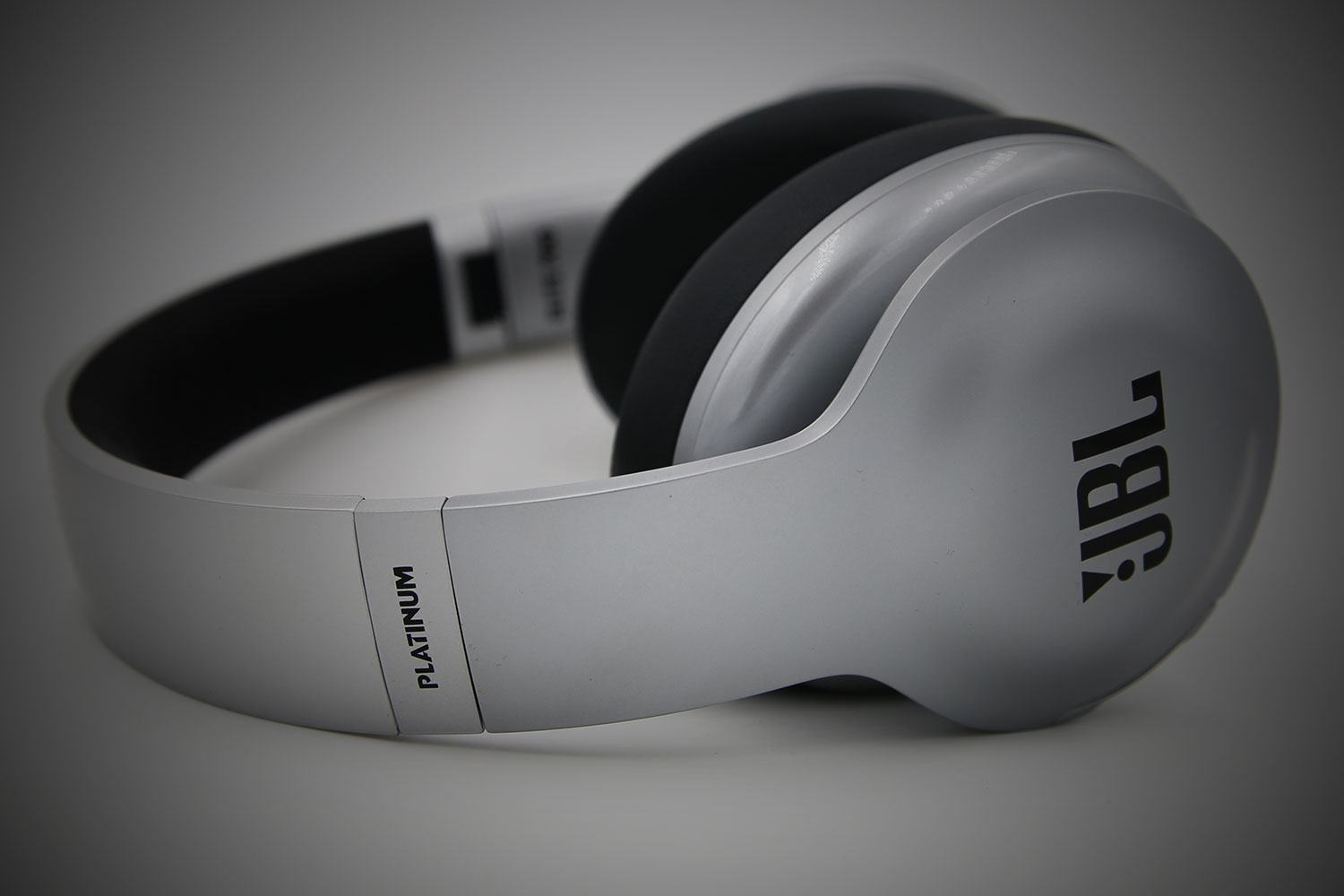 jbl marks 70 years of stellar sound with platinum everest elite 700 headphones. Black Bedroom Furniture Sets. Home Design Ideas