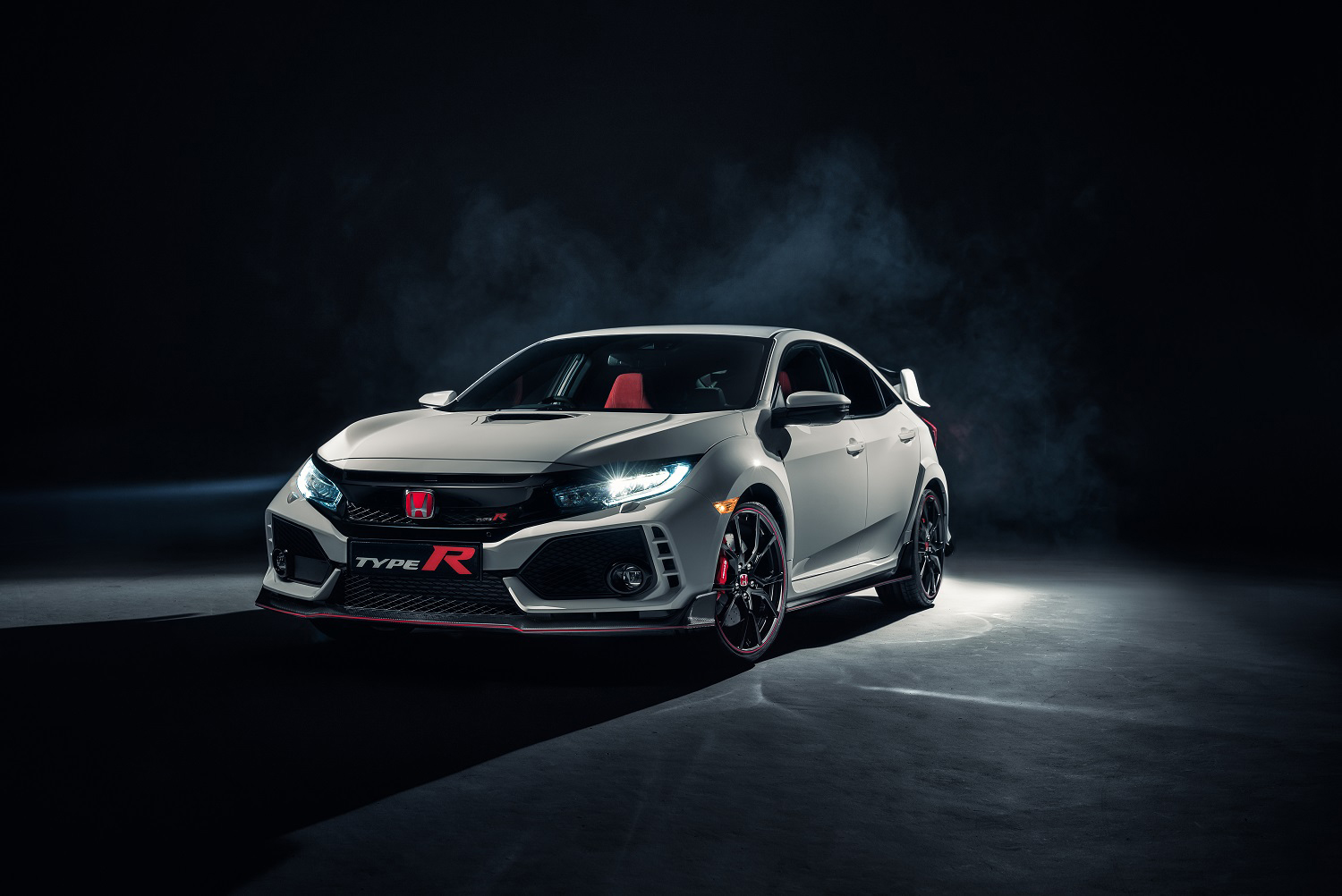 pragmatic performance what you need to know about honda s fire breathing civic type r. Black Bedroom Furniture Sets. Home Design Ideas