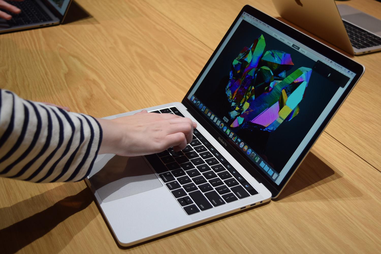 macbook pro 13 vs macbook pro 15 spec comparison. Black Bedroom Furniture Sets. Home Design Ideas