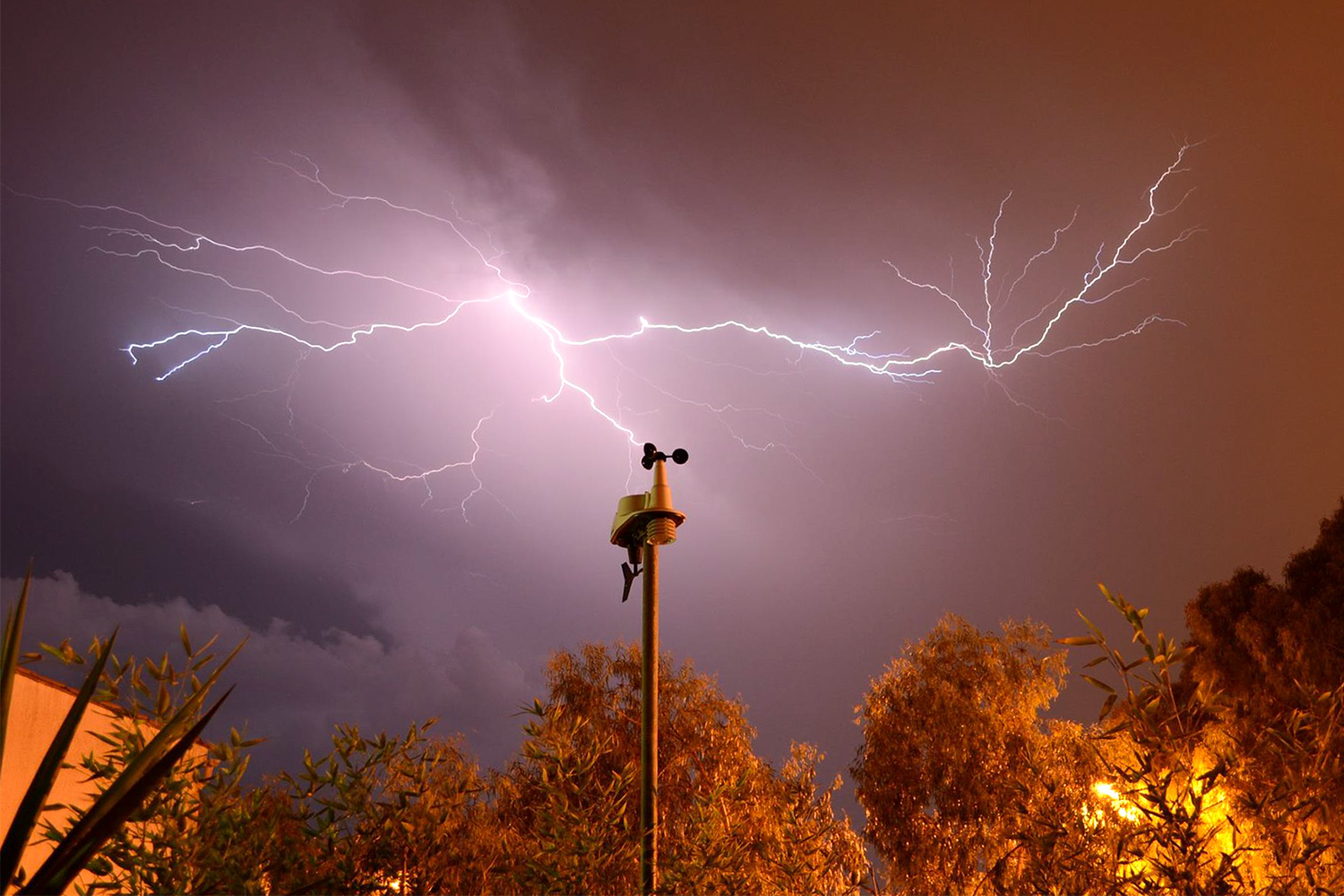 Watch the Sky with the Best Home Weather Stations ...