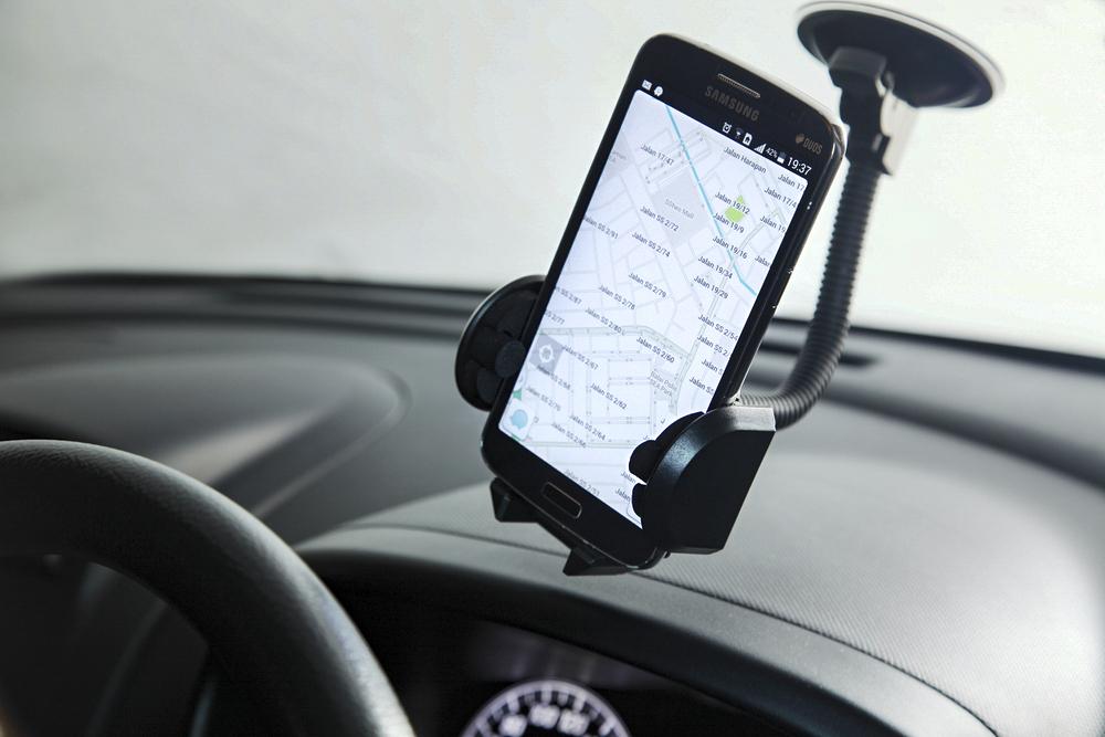 navigation app gets the google treatment with ok waze voice controls. Black Bedroom Furniture Sets. Home Design Ideas