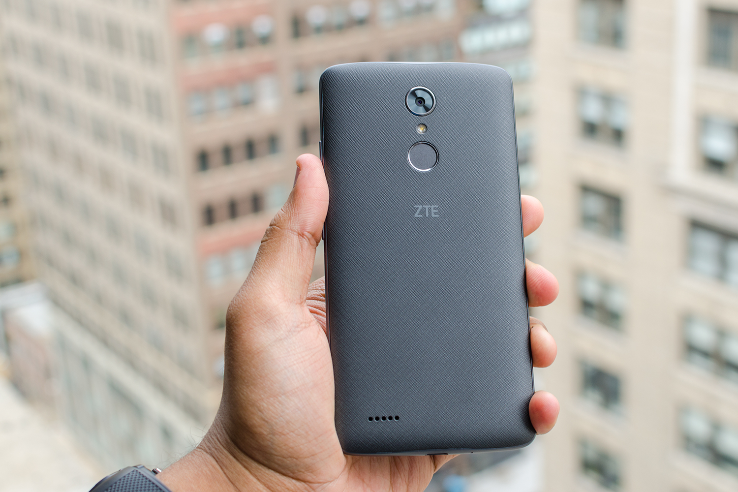 zte max xl review it 39 s a big phone for 100 but it stretches too far digital trends. Black Bedroom Furniture Sets. Home Design Ideas