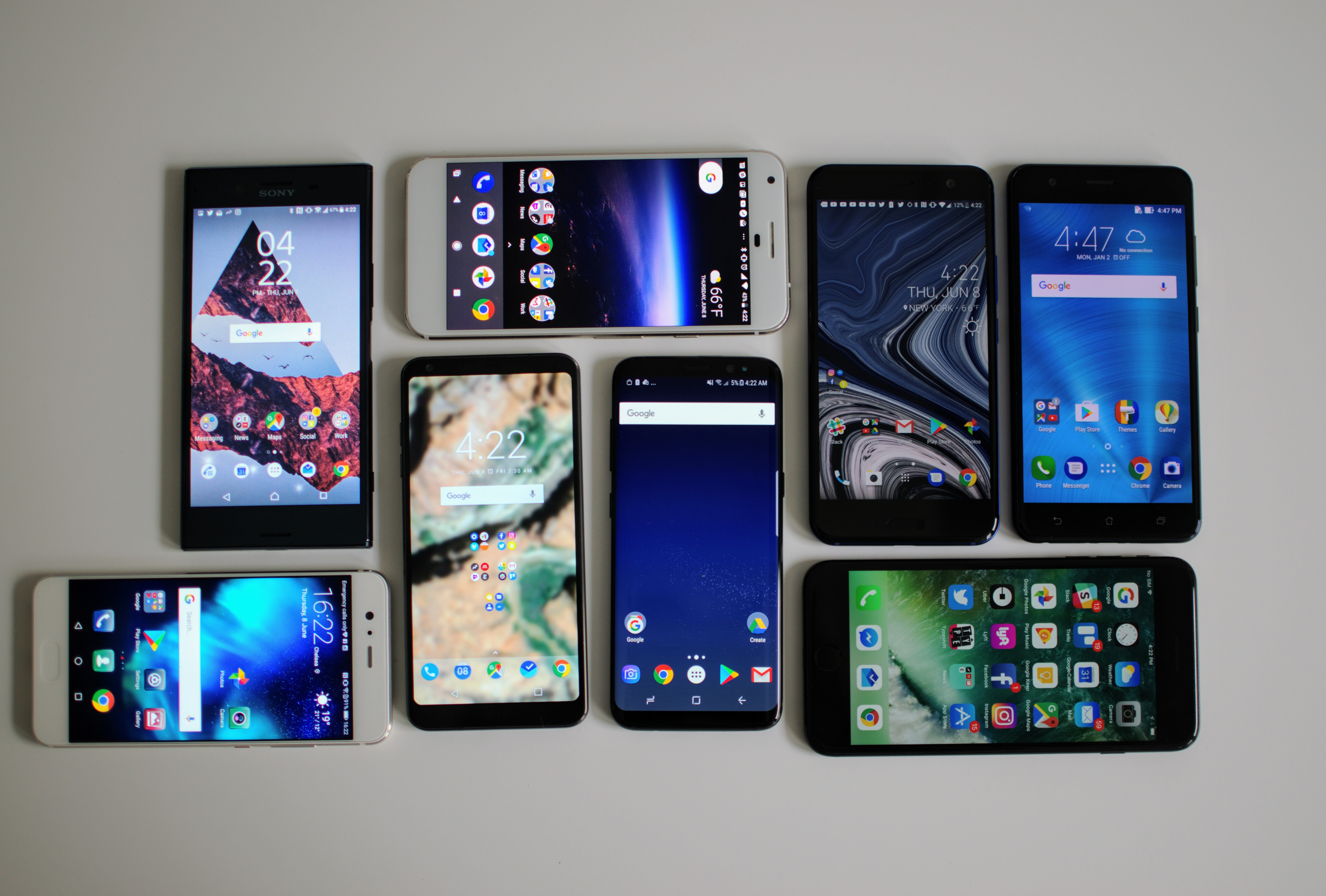 Comparing Smartphones To Find The Most Bezel-less Design