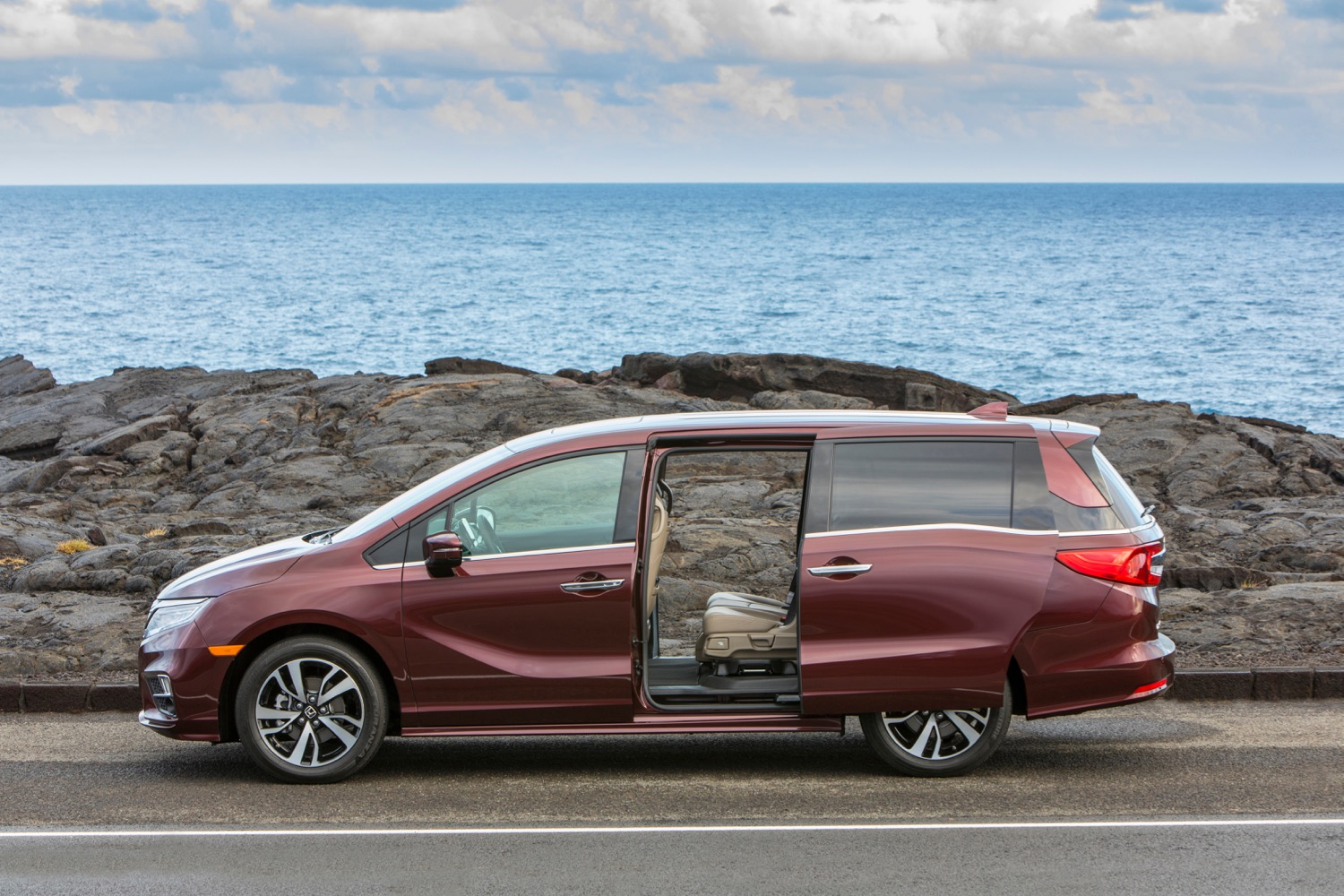 the 5 best minivans of 2017 pictures specs and more digital trends. Black Bedroom Furniture Sets. Home Design Ideas