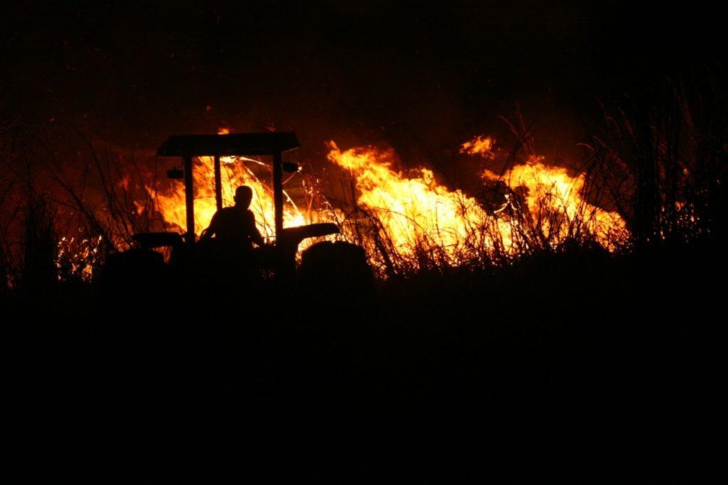 Incêndios na Terra Indígena Areões, que margeia a BR-158 no Médio Araguaia de Mato Grosso, está preocupando também os produtores rurais.