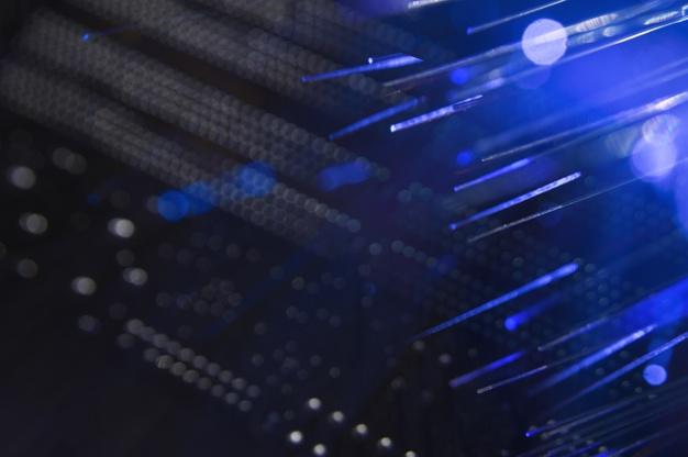 comutador-de-rede-com-cabos-de-fibra-optica_23-2148242678