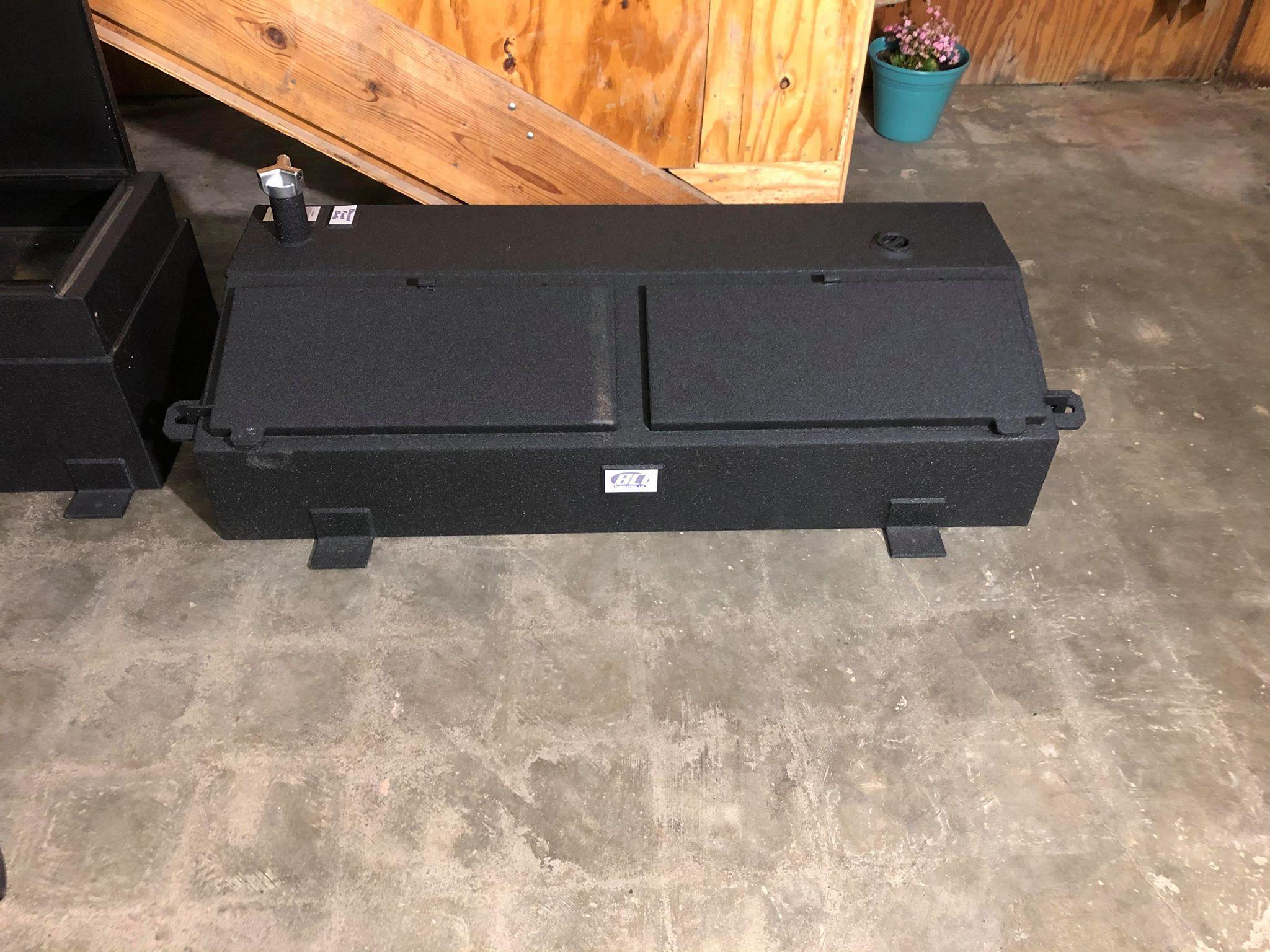 BCI Flat Bed Chest Box W/ 35-Gal Tank