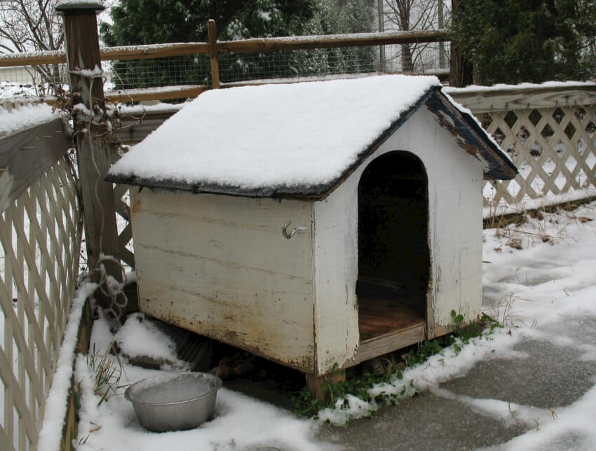 How to build a remarkable diy dog house 21 free plans for Insulated outdoor dog house