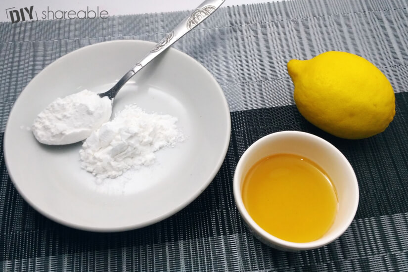 DIY blackhead removal mask using lemon, baking soda, and honey.