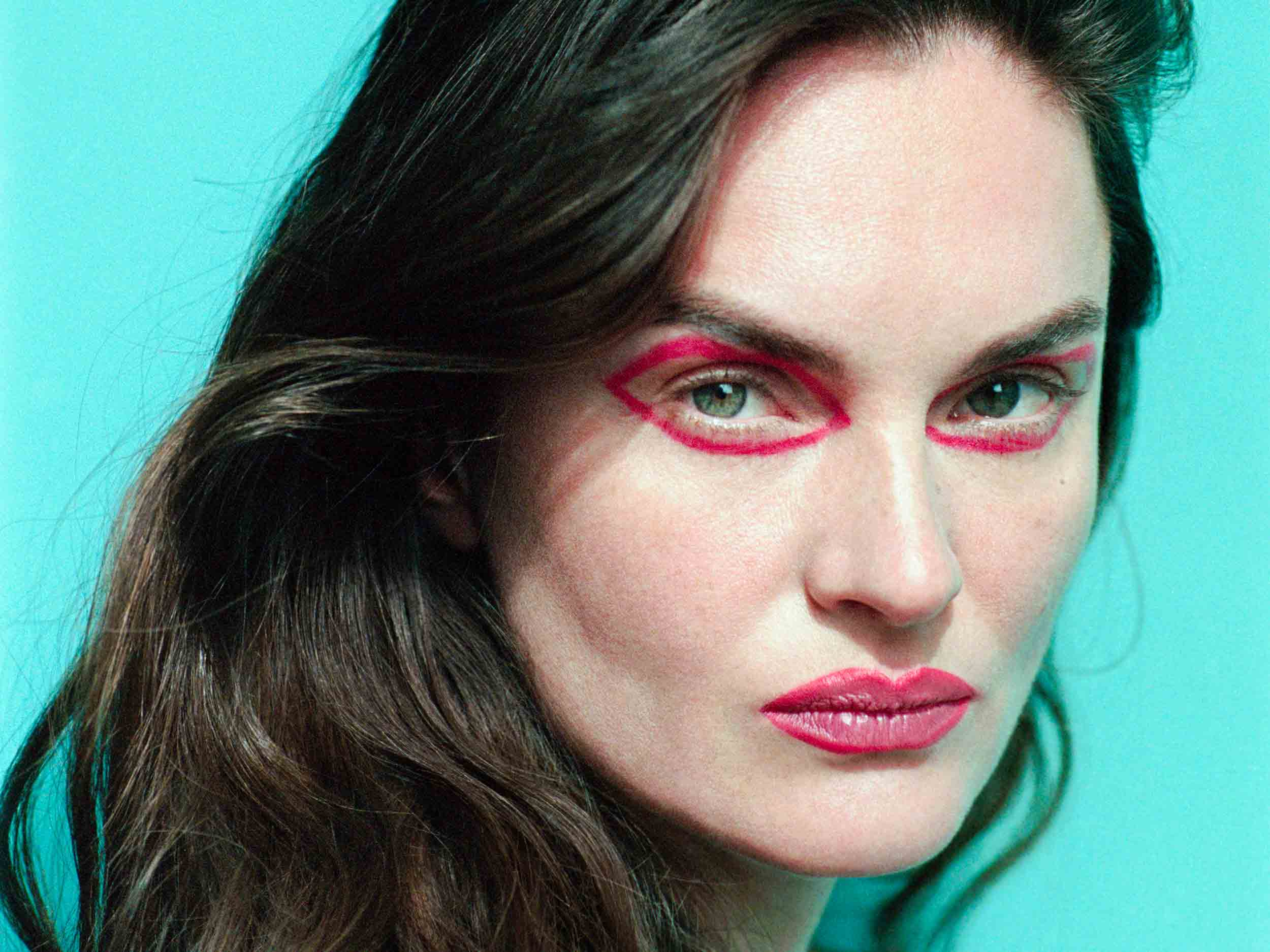 The world through rose-tinted eyeliner