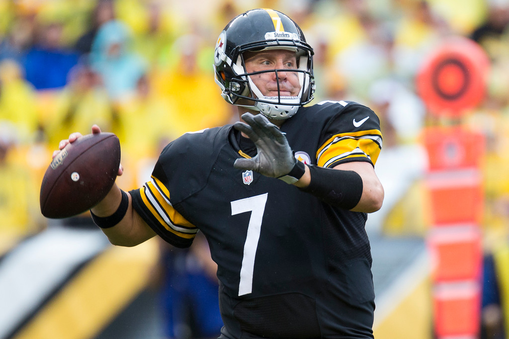 Ben-Roethlisberger-pittsburgh-steelers-pass-black-gold
