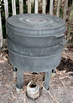 Figure 5: Can-o-worms vermiculture bin at ECHO. Photo by Tim Motis