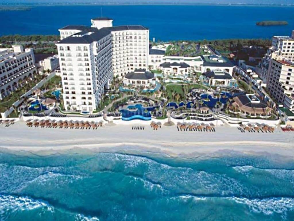 cancun beach- Best Dolphinariums In the Mayan Riviera