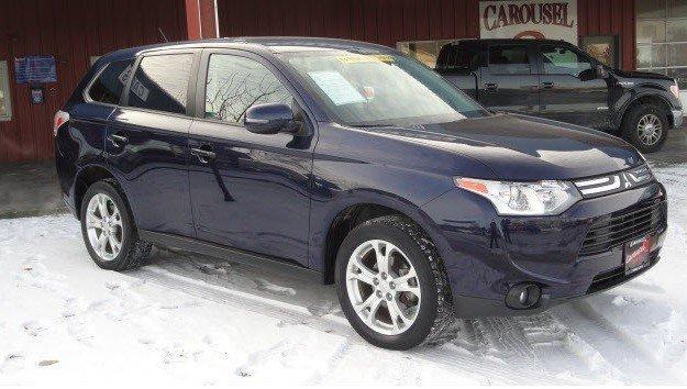 Iowa City Used Cars Dealerships Have the 2014 Mitsubishi Outlander SE