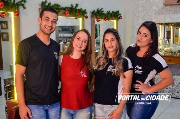 Foto: Empresária Keila Giomo com os profissionais José Augusto, Luana e Patricia.