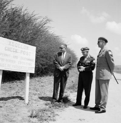 Dr. Ralph J. Bunche Visits UNEF