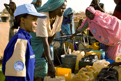 UN Peacekeeper Speaks with Women Refugees in Chad