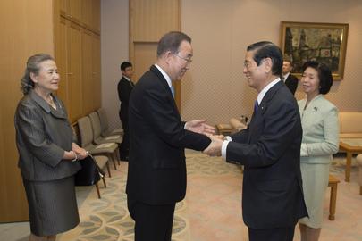 Secretary-General Meets Speaker of the House of Representatives of Japan