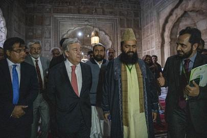 Secretary-General Visits Badshahi Mosque in Lahore