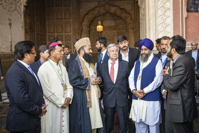 Secretary-General Visits Badshahi Mosque in Lahore