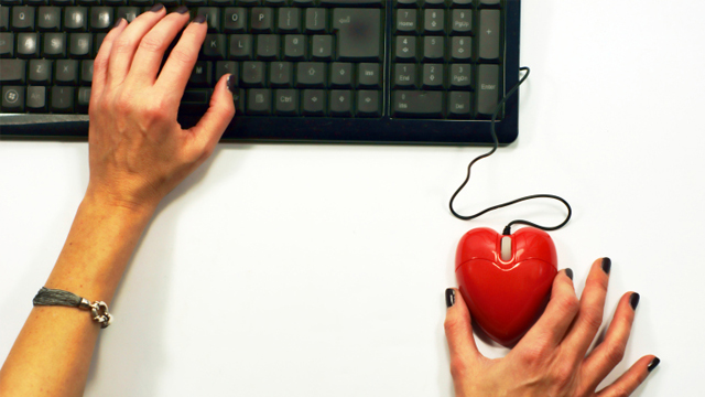 How to Weed Out the Wrong Men When Dating Online