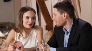 Body Language and How to Look at Sign During First Date