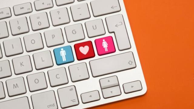 6 Tips to Mastering the Art of Online Dating Messages