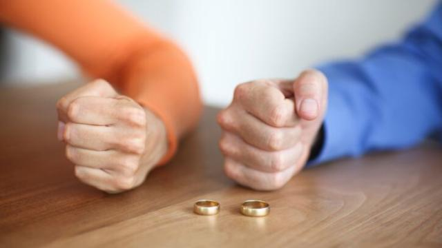 4 People You Need on Your Team When You Get Divorced Without an Attorney