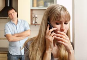 Cheating Issues in Relationships? Is She Showing Signs of Infidelity?