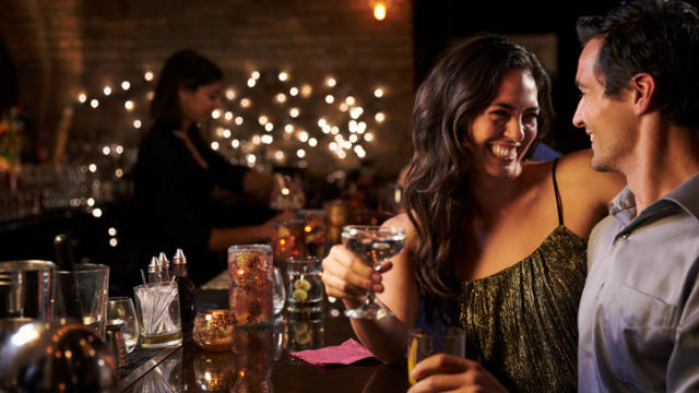 4 Tips For Getting Dates at Bars and Clubs