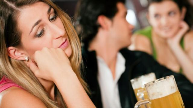 8 First Date DEAL BREAKERS That Show You're LOW Value to Men!