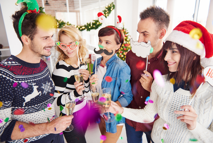 online dating during the holidays People increasingly turn to dating apps and sites during the holidays  match  expires in 24 hours watch below: searching for love online.