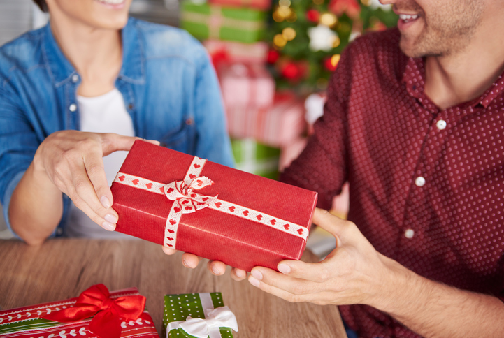 christmas gift for newly dating Navigating a new relationship can be difficult enough add a holiday— valentine's day, christmas, or a birthday—and suddenly the panic sets in: what do.
