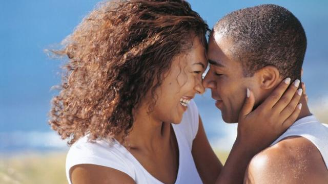 5 Signs That Prove Your Man Is Hooked… How Does Your Man Rate?