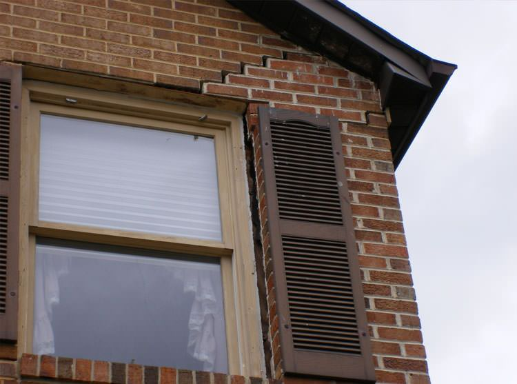 symptoms of sticking windows