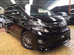Toyota Vellfire Golden Eyes P/Roof
