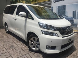 Toyota Vellfire 2.4V Edi Power Boot