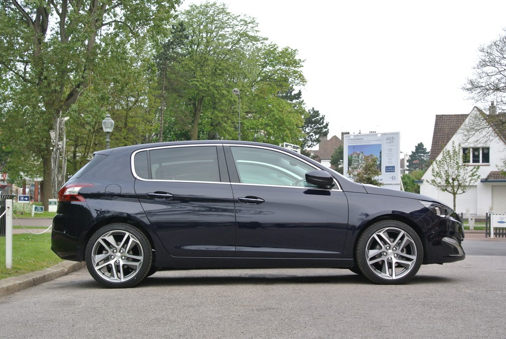 Peugeot 308&308SW Drive in France_2014_Hong Boon How (12)