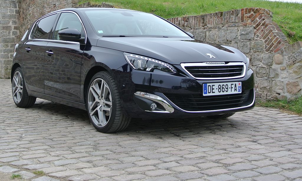 Driving new Peugeot 308 in France | CarSifu