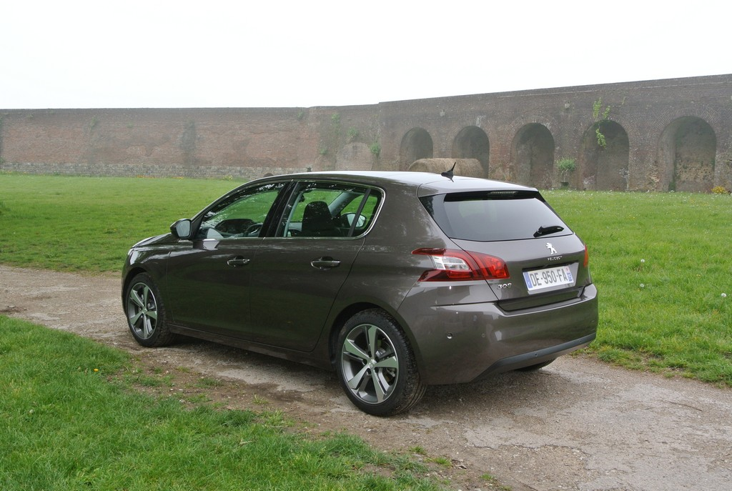 Peugeot 308&308SW Drive in France_2014_Hong Boon How (24)