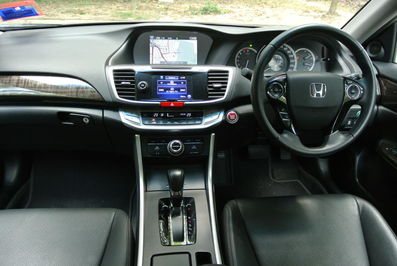 Honda Accord VTi L 2.0   04