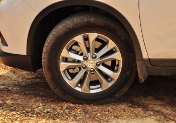 Nissan X-Trail - 40 (2.5L AWD)