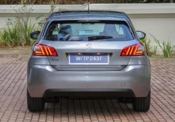 2015 Peugeot 308 (17)