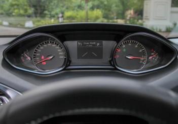 2015 Peugeot 308 (19)