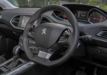 2015 Peugeot 308 (24)