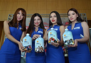 Models presenting the Shell Advance Ultra with PurePlus Technology Limited Edition Packs
