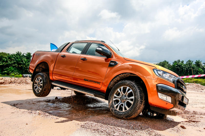 ford ranger facelift from highway to dirt road carsifu. Black Bedroom Furniture Sets. Home Design Ideas